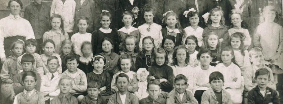 School photo of North Ryde Public School 1918 Classes 3&4